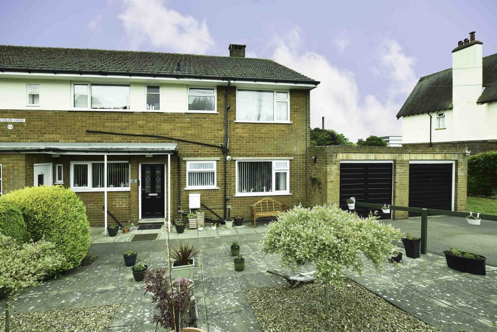 Immaculate Three bedroom Semi Norton, Malton with Garage, Parking and Master en Suite